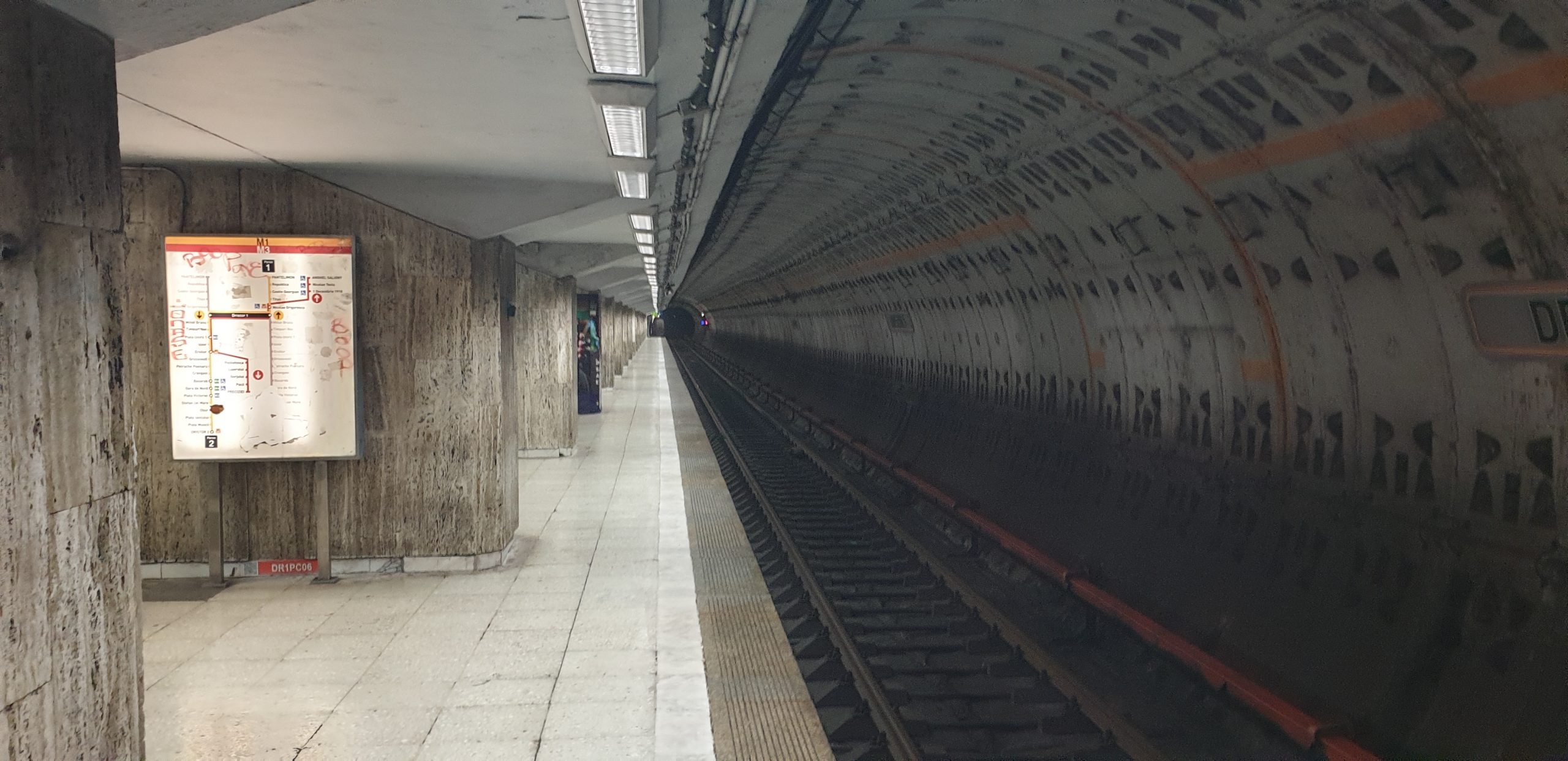 Un mecanic Metrorex a condus beat trenul, acesta a fost prins de poliția la stația Dristor