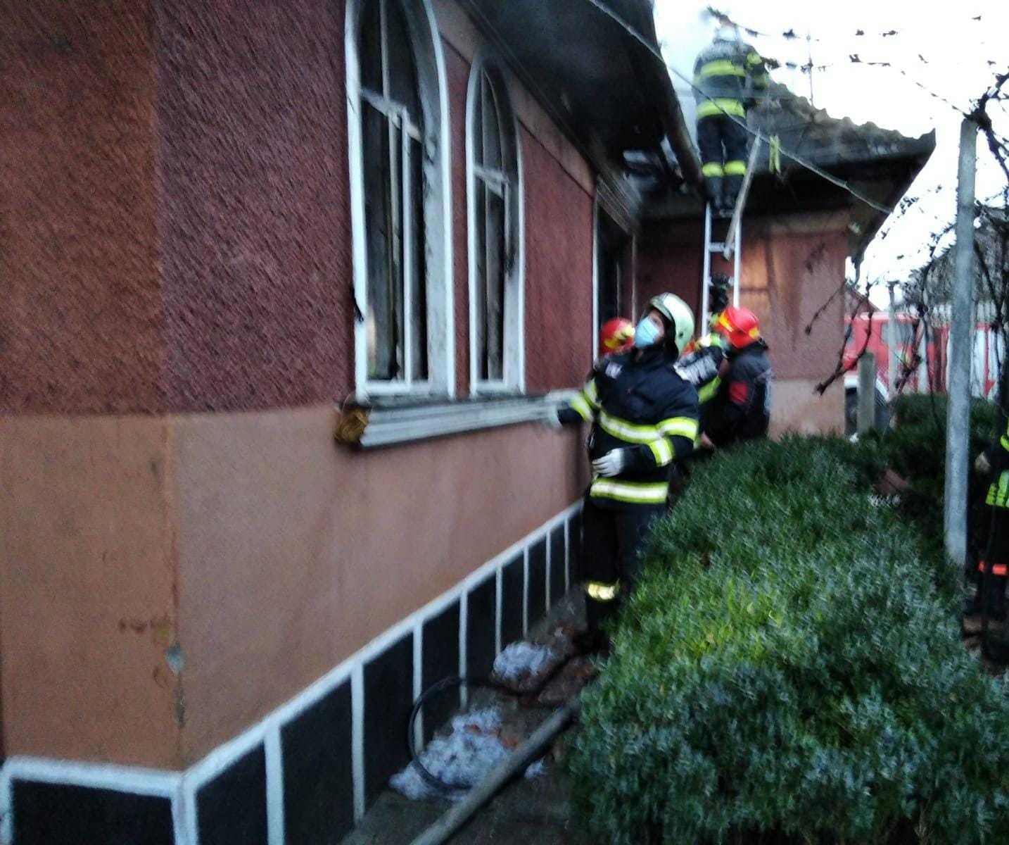 Explozie într-o casă din Câmpia Turzii. O femeie a murit