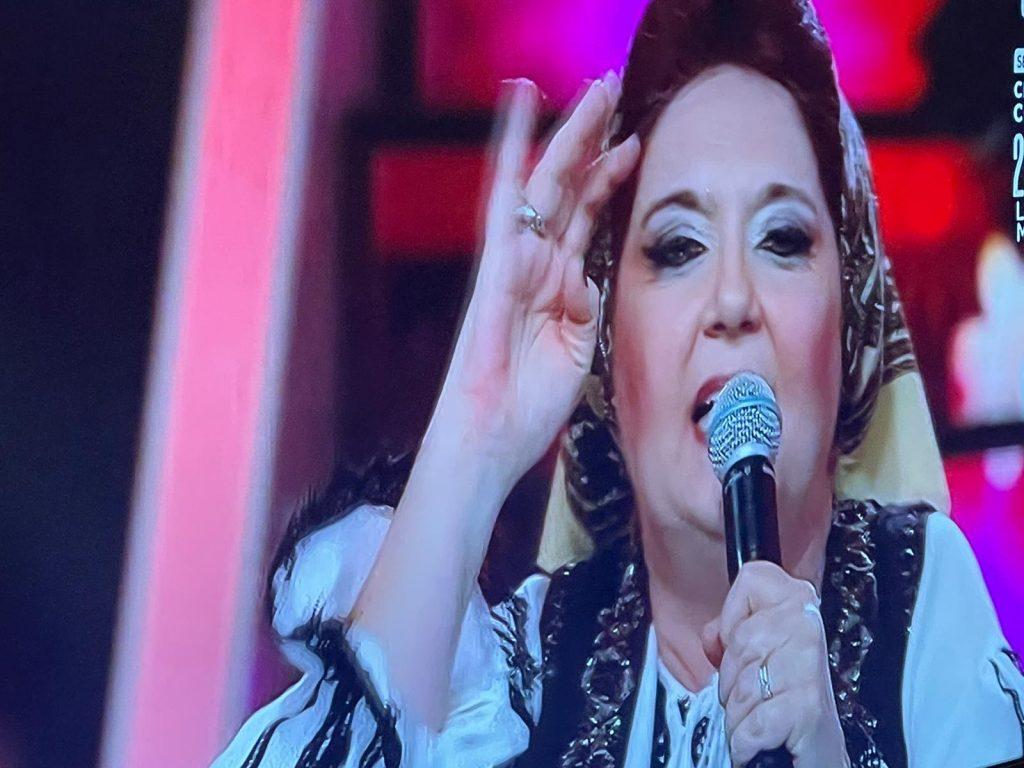 Emilia Popescu s-a transformat în Stela Popescu