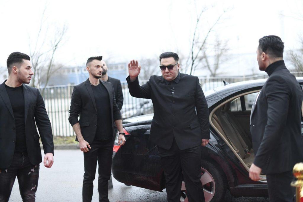 Kim Jong Un face un roast istoric în sezonul 10 pe scena iUmor, duminică, la Antena 1, de la ora 20.00