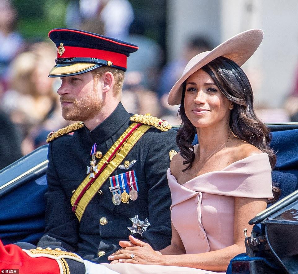 Prințul Harry și Meghan au anuntat că renunță definitiv la atribuțiile Regale și nu se întorc înapoi. Regina Elisabeta este devastată de decizia celor doi