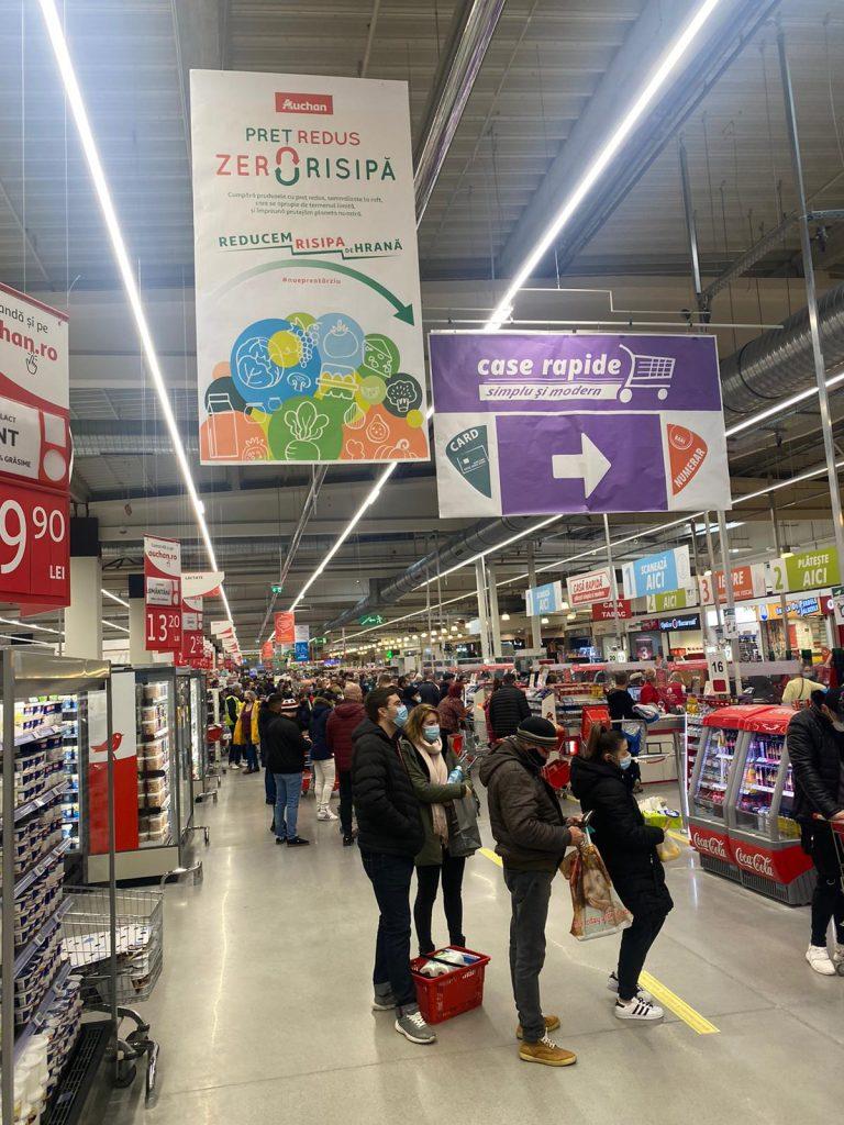 Anunțul că școlile se deschid, ii trimite pe părinți în magazine și malluri