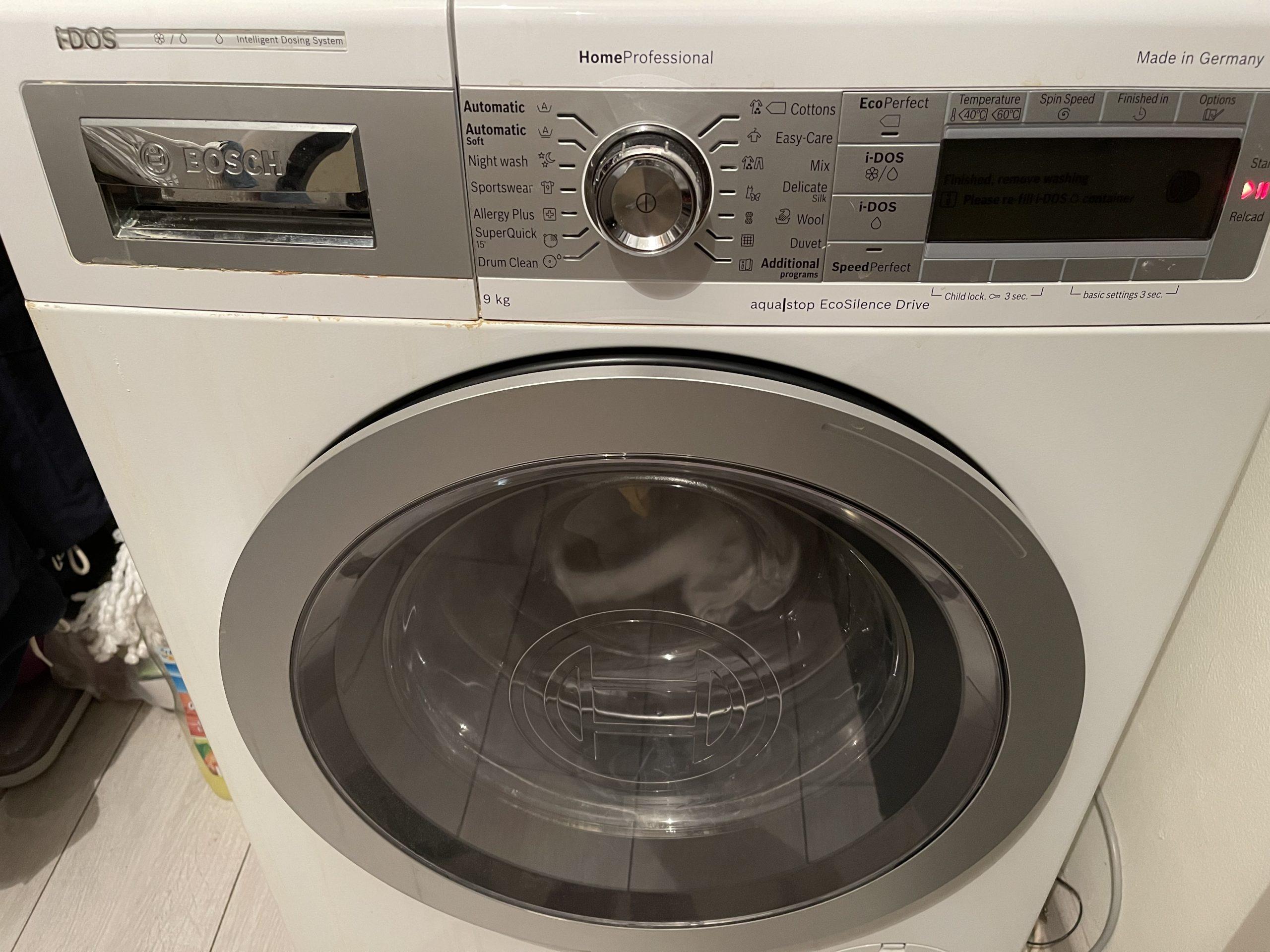 Oțetul și bicarbonatul de sodiu, cel mai bun anticalcar pentru mașina de spălat