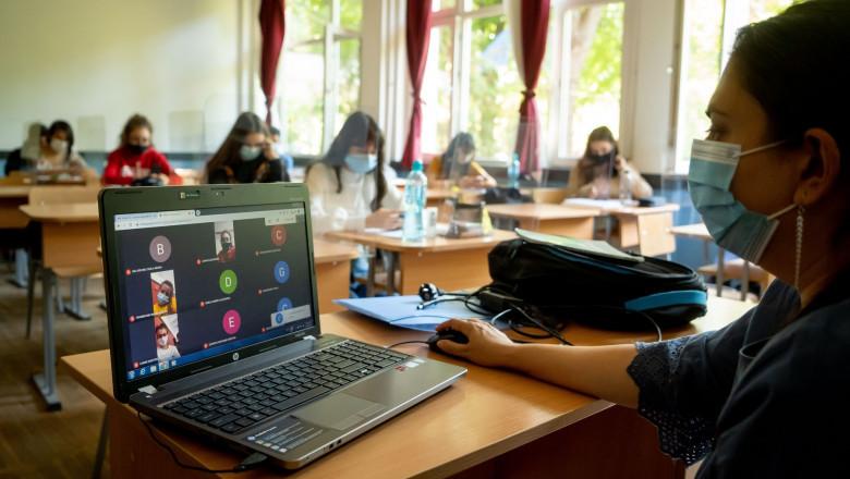 Școlile rămân deschise în București în sistem hibrid