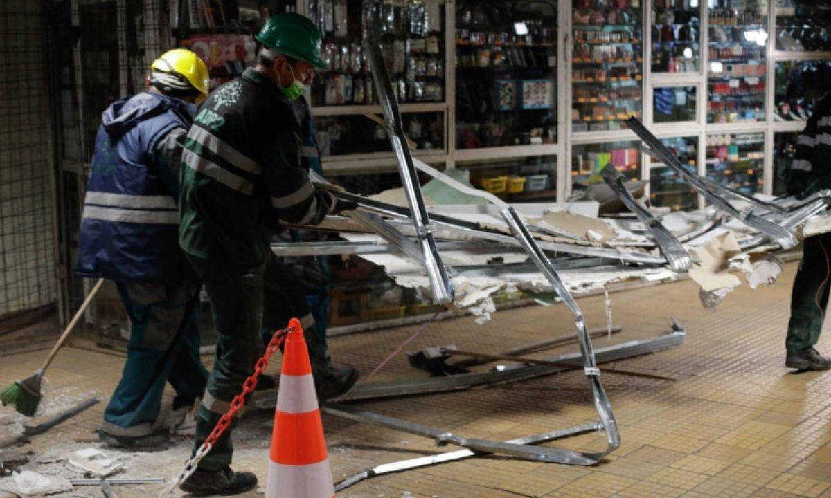 A început demolarea spațiilor comerciale de la metrou. Mai mulți proprietari au protestat